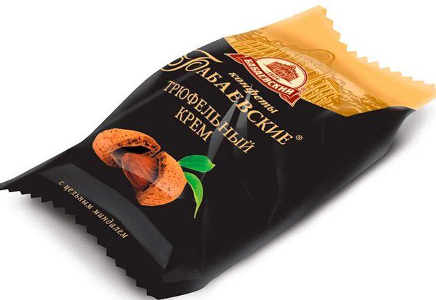 Кремовые конфеты с трюфельным вкусом и цельным миндалём в хрустящей вафле, покрытые шоколадной глазурью