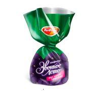 «Звонкое лето»  – аромат летнего дня. Купол мармелада с капелькой прозрачного джема из смородины, покрытый ломкой шоколадной глазурью. Крупные сочные конфеты с ярким вкусом черной смородины и легким терпким привкусом шоколада